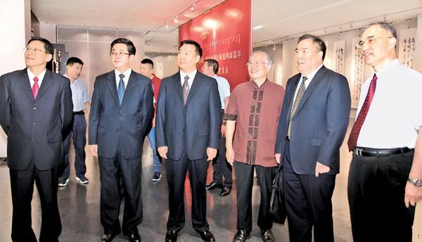 庆祝内蒙古自治区成立70周年 海内外书画展在我市开幕